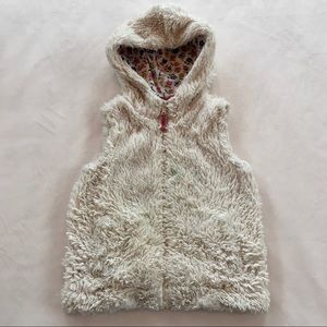 Mini Boden Faux Fur Hooded Vest Size 4-5years